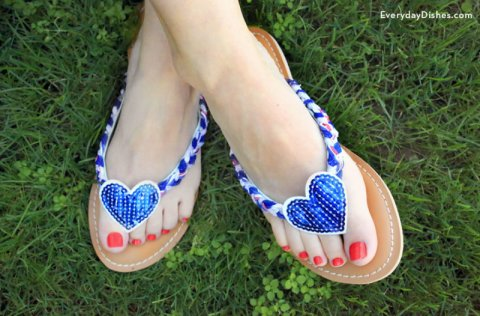 red-white-blue-diy-flip-flops-everydaydishes_com-H-800x526