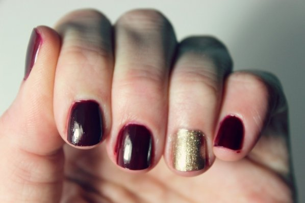 holiday-manicures-dark-and-gold