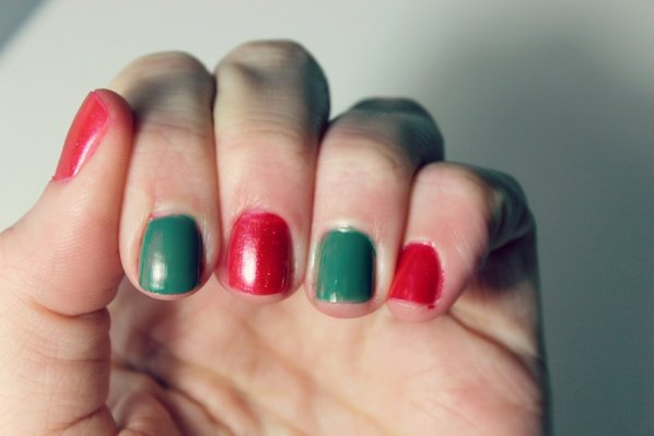 holiday-manicures-red-and-green