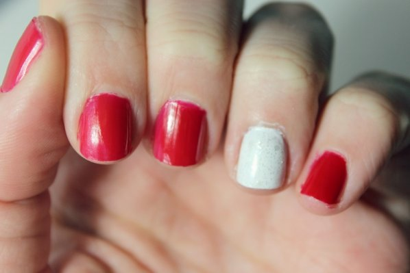 holiday-manicures-red-and-white