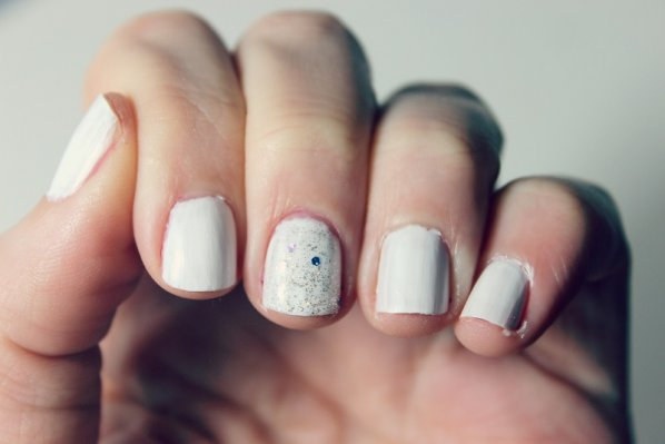 holiday-manicures-snow