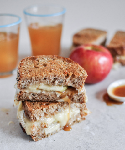 carmel-apple-grilled-cheese