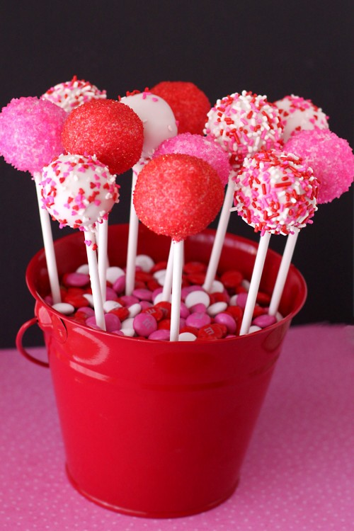 7 Valentine\'s Day Cake Pops - Savvy Sassy Moms
