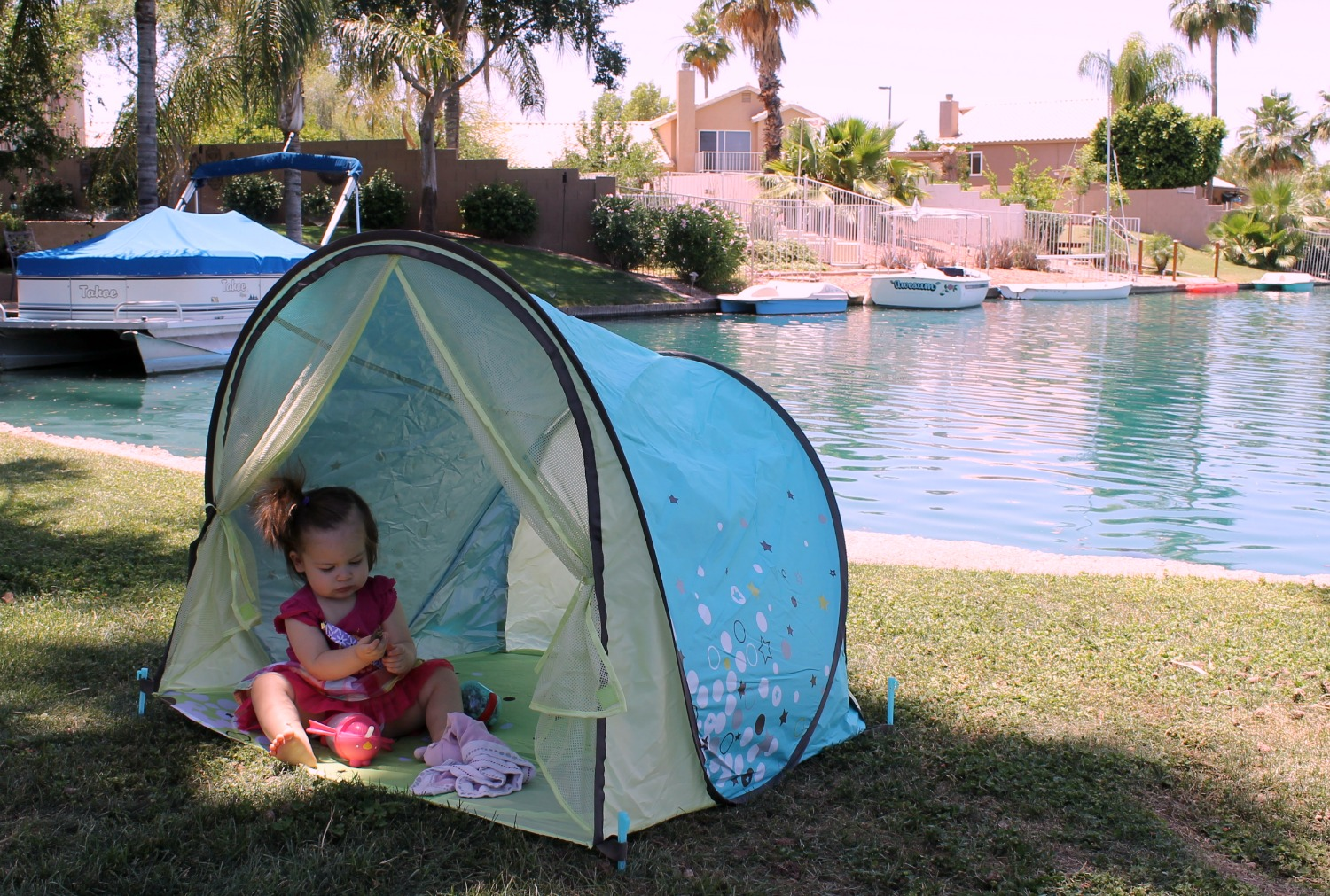 Summer Must-Have Babymoov Anti-UV Tent & Keeping cool: Babymoov Anti-UV Tent - Savvy Sassy Moms