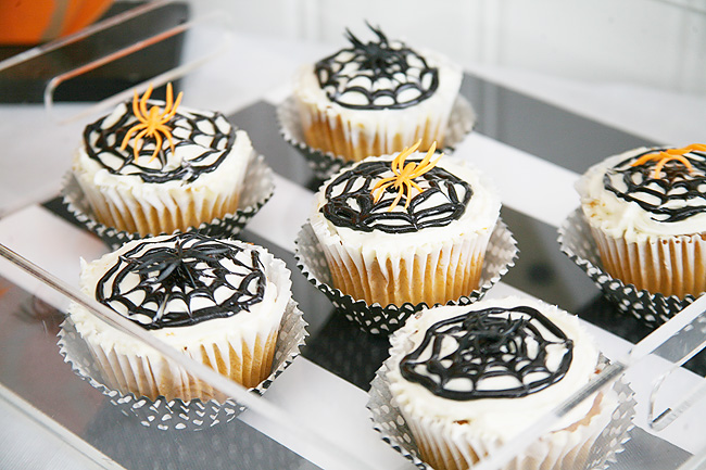 Cute spider cupcakes for a kids halloween party.
